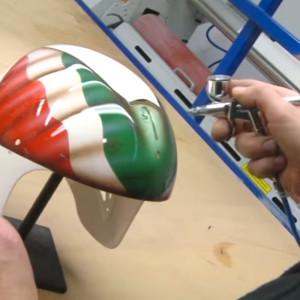 verniciatura del casco